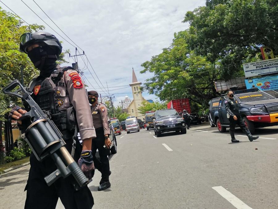Un attentat suicide devant une église fait 14 blessés en Indonésie